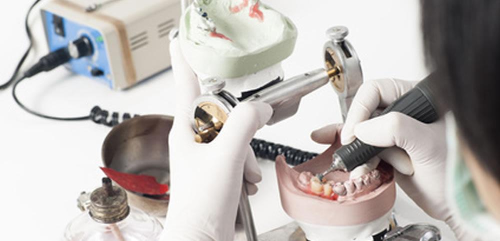 入れ歯専門歯科技工士